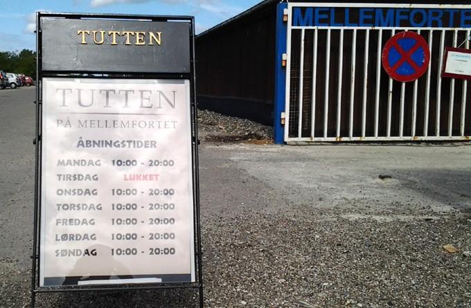 Skilt for Tutten foran S/F Mellemfortet